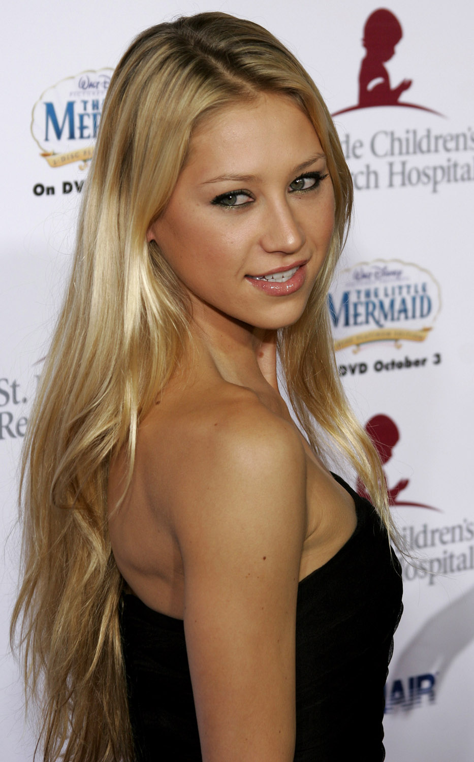 Celebrity Anna Kournikova Long Blonde Hairstyle Picture