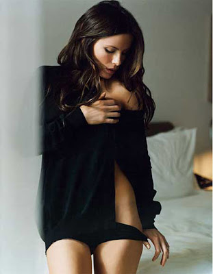Kate Beckinsale  lowering her panties