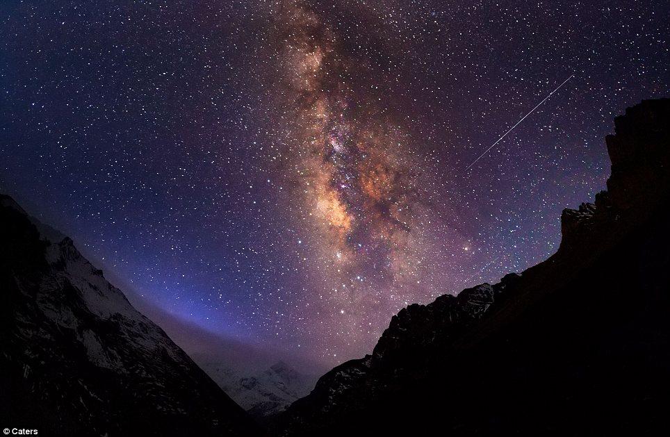 Galaksi Bima Sakti di atas Banjaran Himalaya