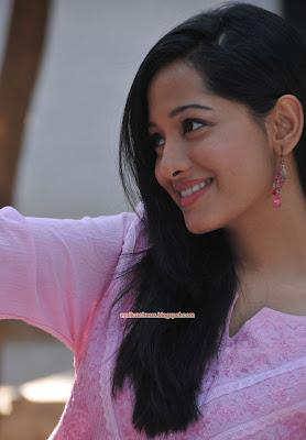 telugump3songs: Preetika Rao Beautiful Stills In Saree