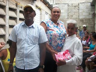 Contra vientos y marea Fundación de Juntas de Vecinos realiza acto a las madres en pueblo Nuevo