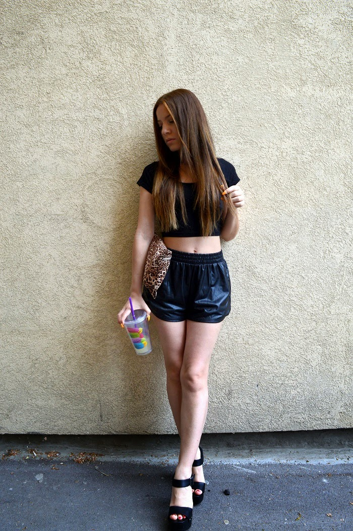 outfit, all black outfit look, leopard print clutch bag, black faux leather shorts, black crop top, macaroons cup