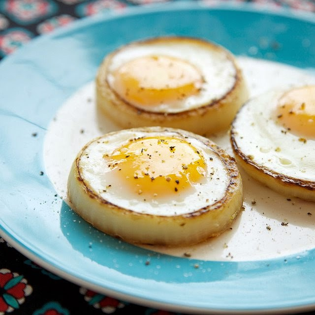 Cut A Ring Out Of An Onion To Fry Your Eggs In For The Perfect Eggs