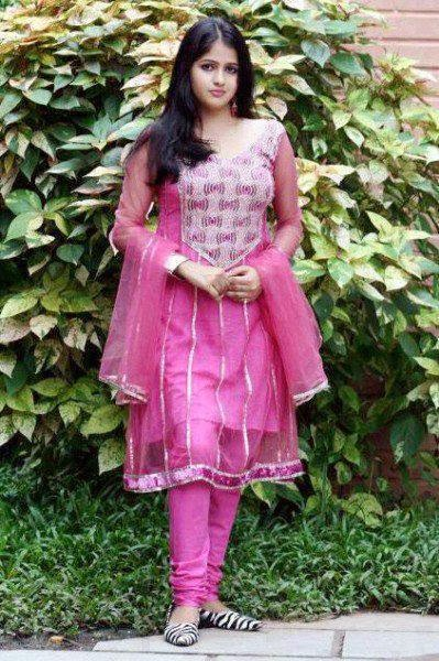 indian cute adult girl pic