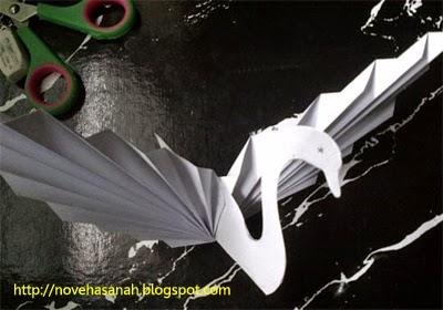 cara membuat angsa dari kertas bekas, sebuah kerajinan tangan untuk anak sd langkah 9