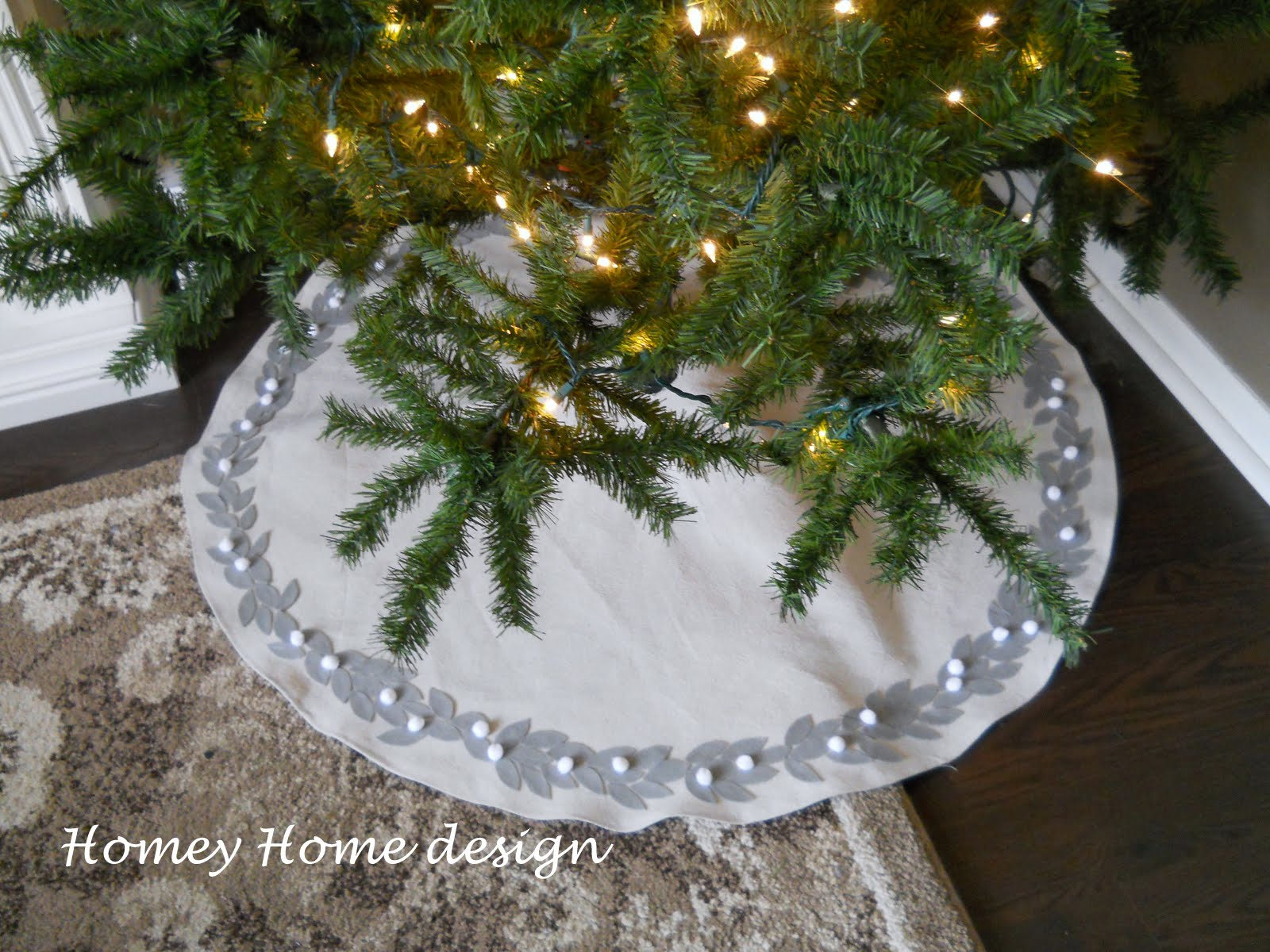 homey home design: Christmas Tree Skirt Tutorial