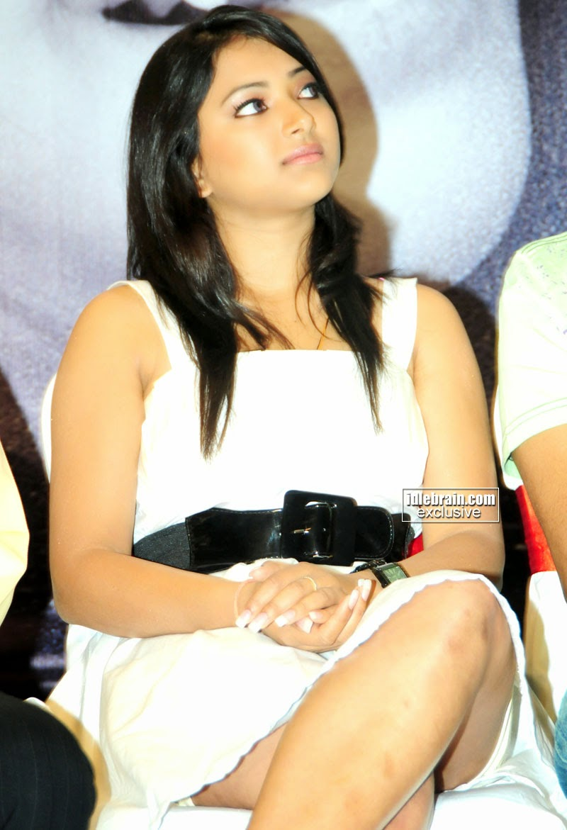 Swetha Basu crossed legs