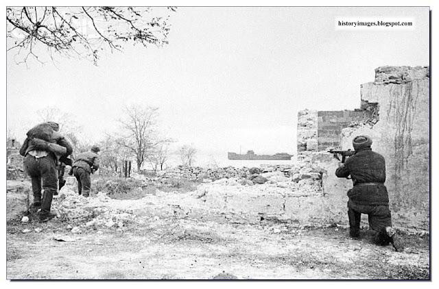 Street fighting  Kerch. 1943