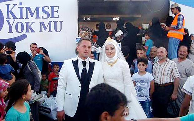 Menikah di Tengah Ribuan Pengungsi Suriah APANIH.COM