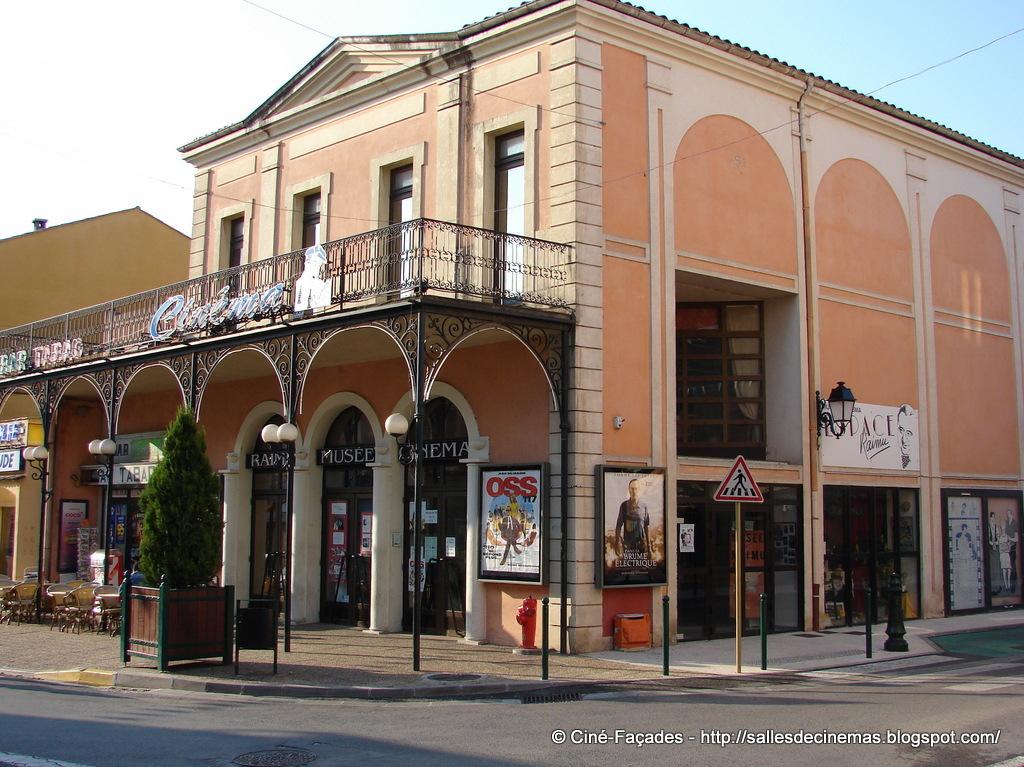 Cest au sein de ce bâtiment abritant un musée consacré au célèbre acteur provençal jules muraire dit raimu que se trouve le seul cinéma de la comm