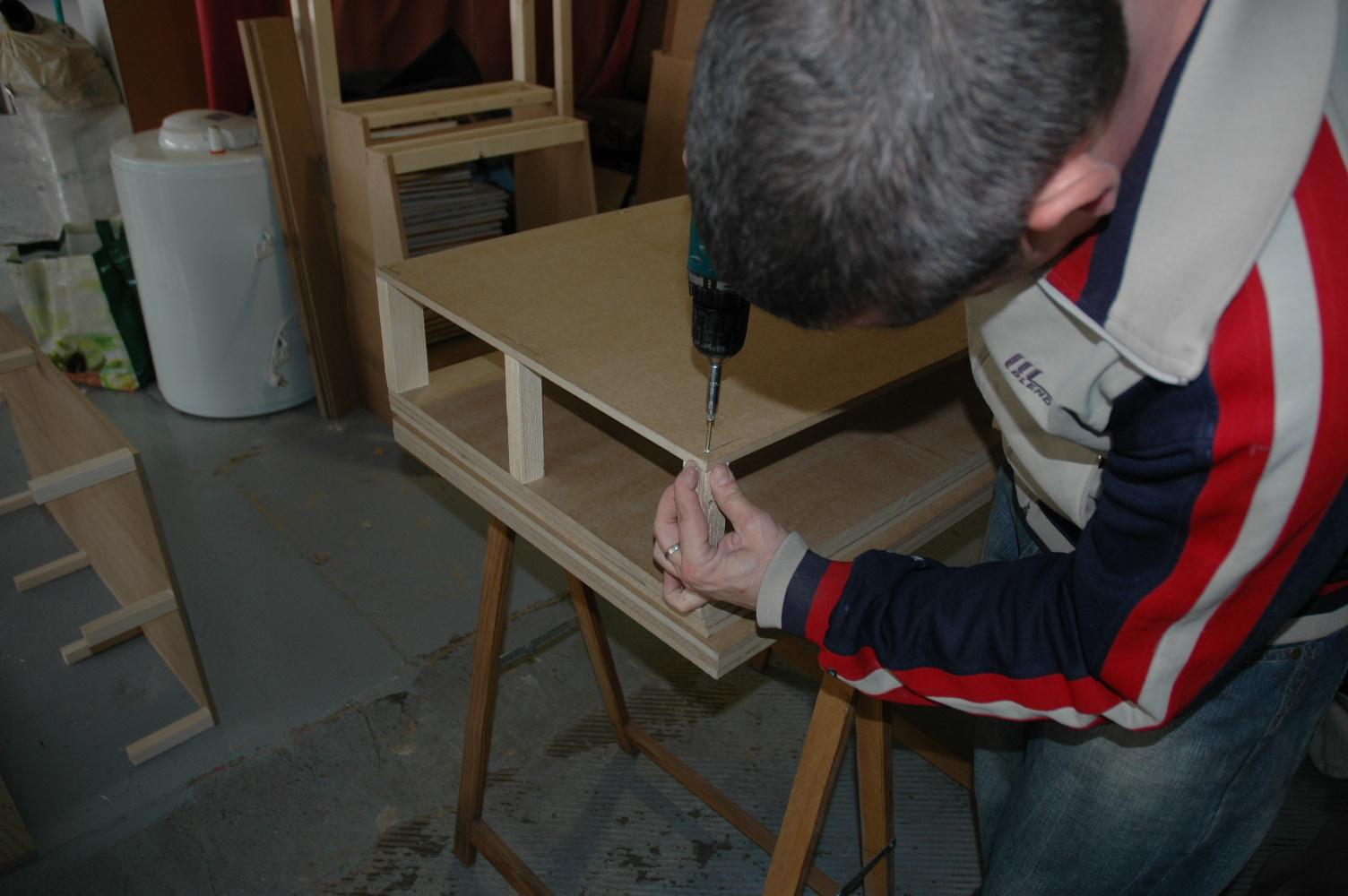 Tap zame construyendo un sof - Como tapizar un sofa en casa ...