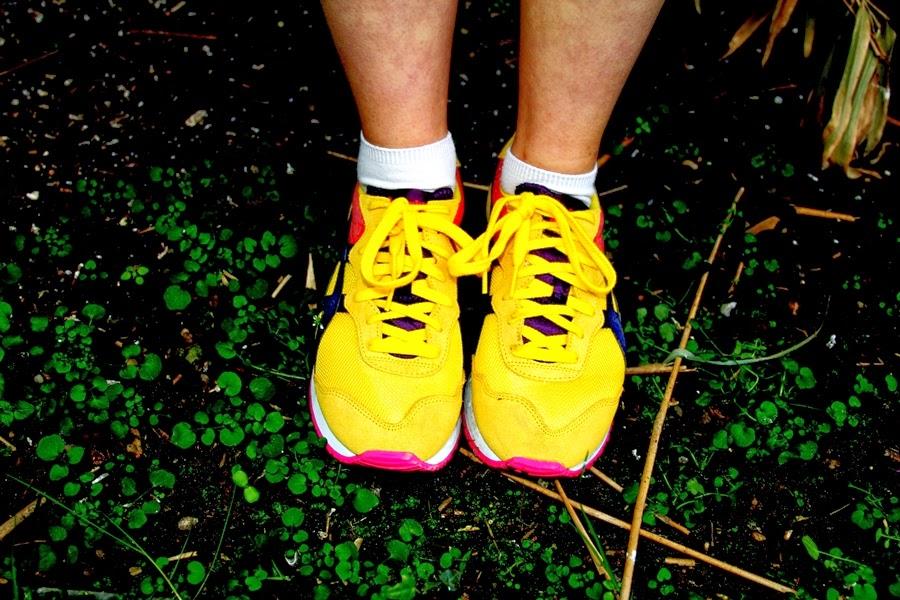 sneaker yellow sporty