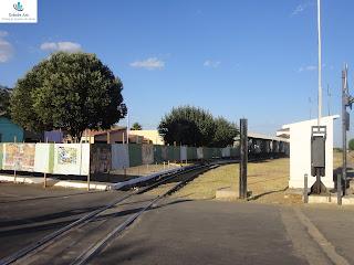 Obras na pequena praça da estação do Trem do Cariri.