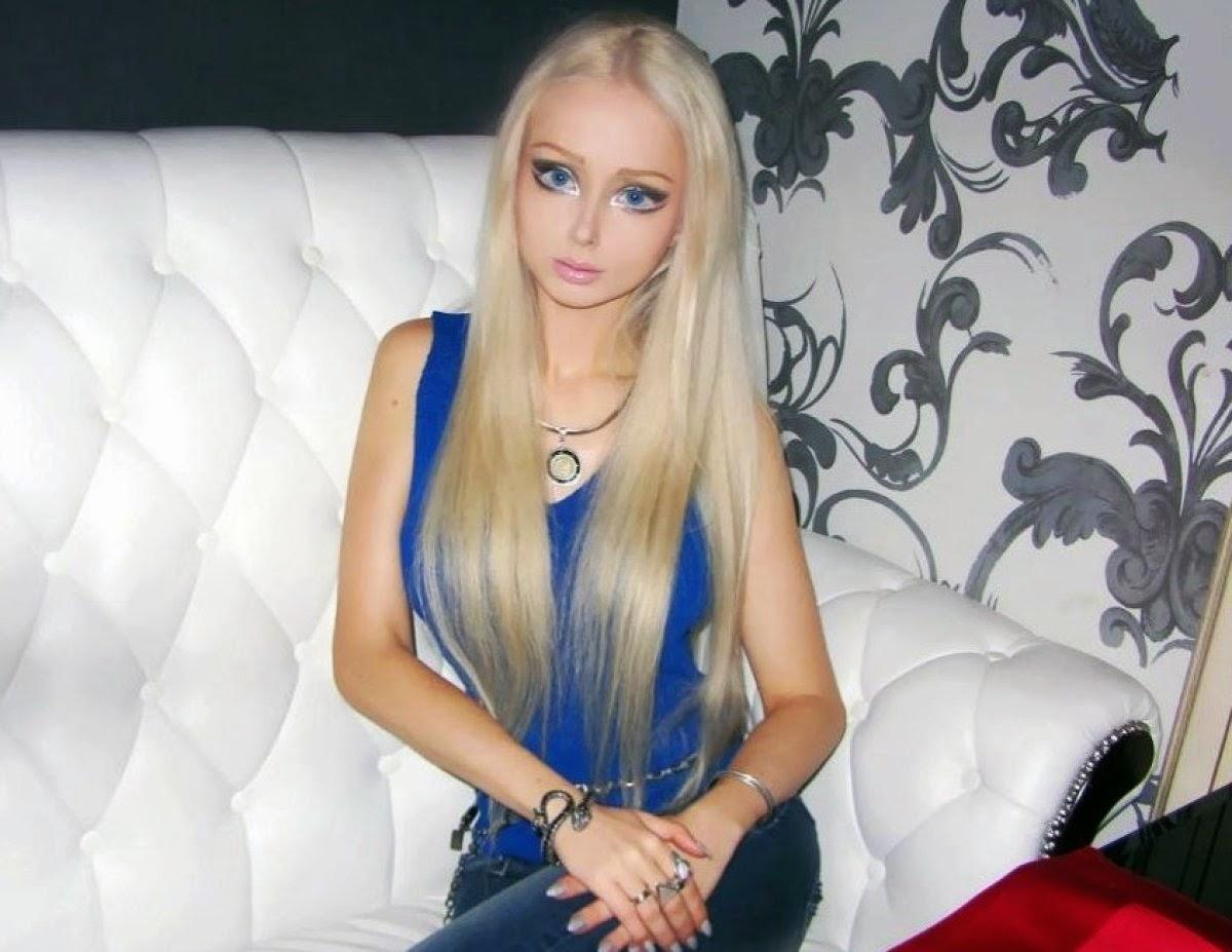 'Barbie' Kena Serang Di Luar Rumahnya