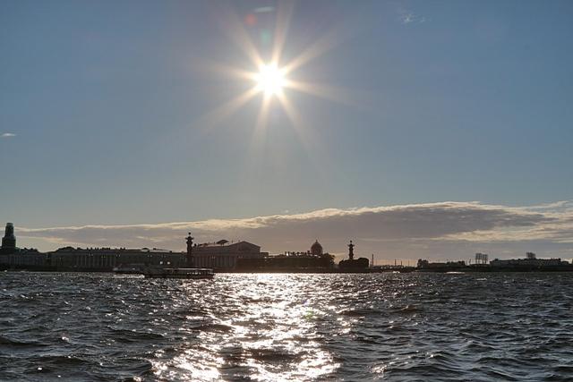 Atardecer en el río Neva de San Petersburgo
