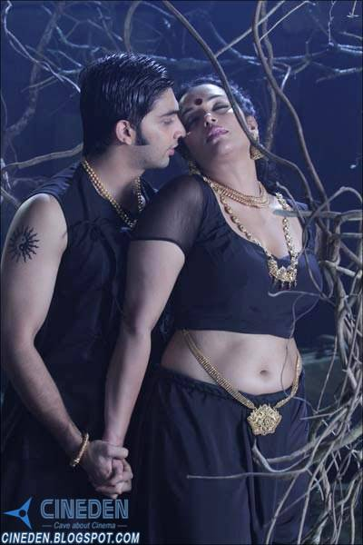 Shweta Menon and Sreejith in Rathinirvedam (2011) Malayalam Movie Sexy Hot Stills