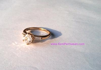 Cincin Xuping Diamond Oneside