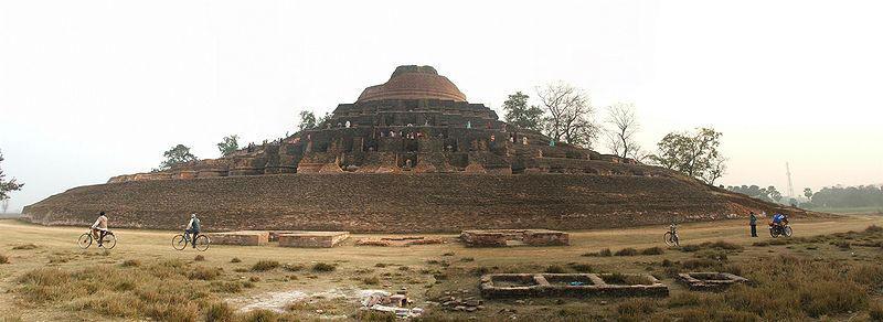 http://1.bp.blogspot.com/-nr0bOxvN1X8/Td3WMONpFsI/AAAAAAAABtg/bQix9npELlw/s1600/Kesaria+-+World%2527s+Largest+Buddhist+Stupa+%25282%2529.jpg