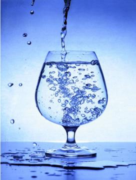 Resultado de imagem para copo de agua limpa