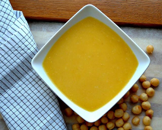 Krem z dyni z imbirową nutą. Porcja ok. 130 kcal