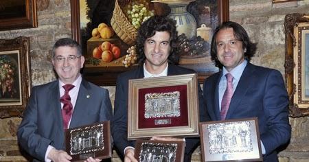 Una foto de Morante cada día - Página 10 Morante+con+trofeos+Corte+Ingl%C3%A9s.-+f.+Ladis