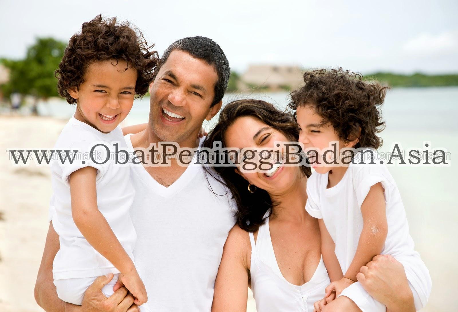 Keluarga Bahagia Senang Sehat Pantai Indonesia Peninggi Badan Tiens Kesehatan Penting Ayah Ibu Anak Pantai Susu Kalsium NHCP Zinc Spirulina Glucosamine Promo Tiens 2015