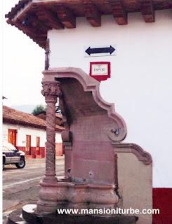 Pila de Espejo en el Pueblo Mágico de Pátzcuaro