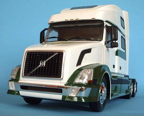 videos de camiones volvo nh12 blanco y oscuro