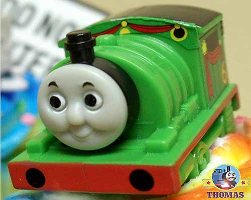 how to make and decorate a train cake