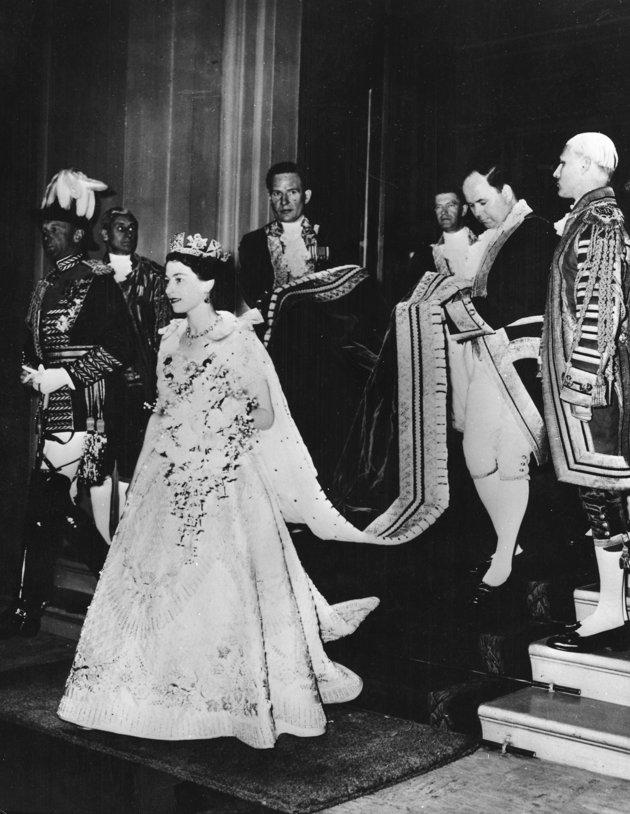 The Royal Order of Sartorial Splendor: Flashback Friday: The Queen\'s ...