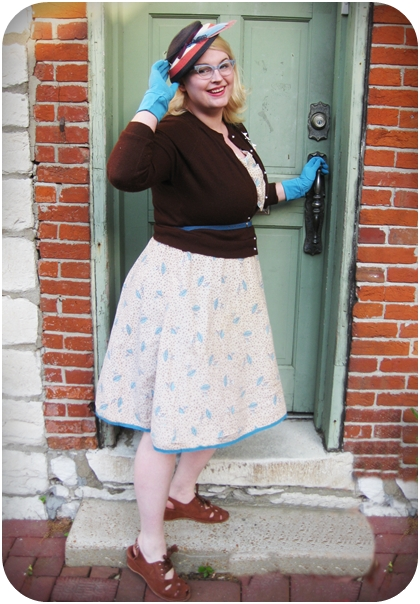 plus size 1950s novelty print dress and hat
