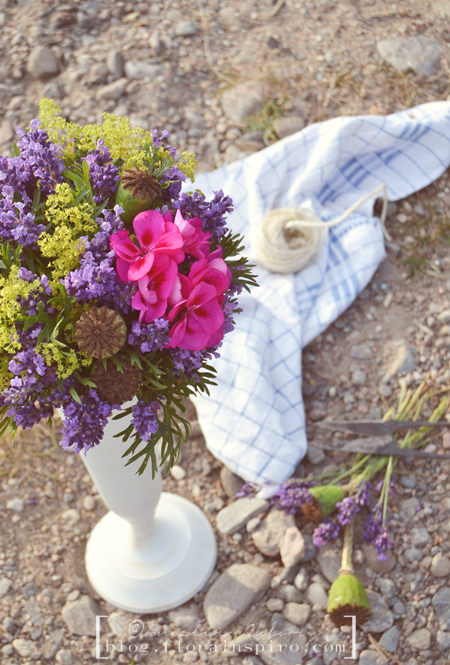 sister magazine, sisterMAG, the french flower collection, flower arrangement tutorials, french flower arrangements, flower arrangement paris normandie provence, flower arrangements in sistermag, flowers in sistermag, flower arrangement provence, flower arrangement lavener, centerpiece lavender