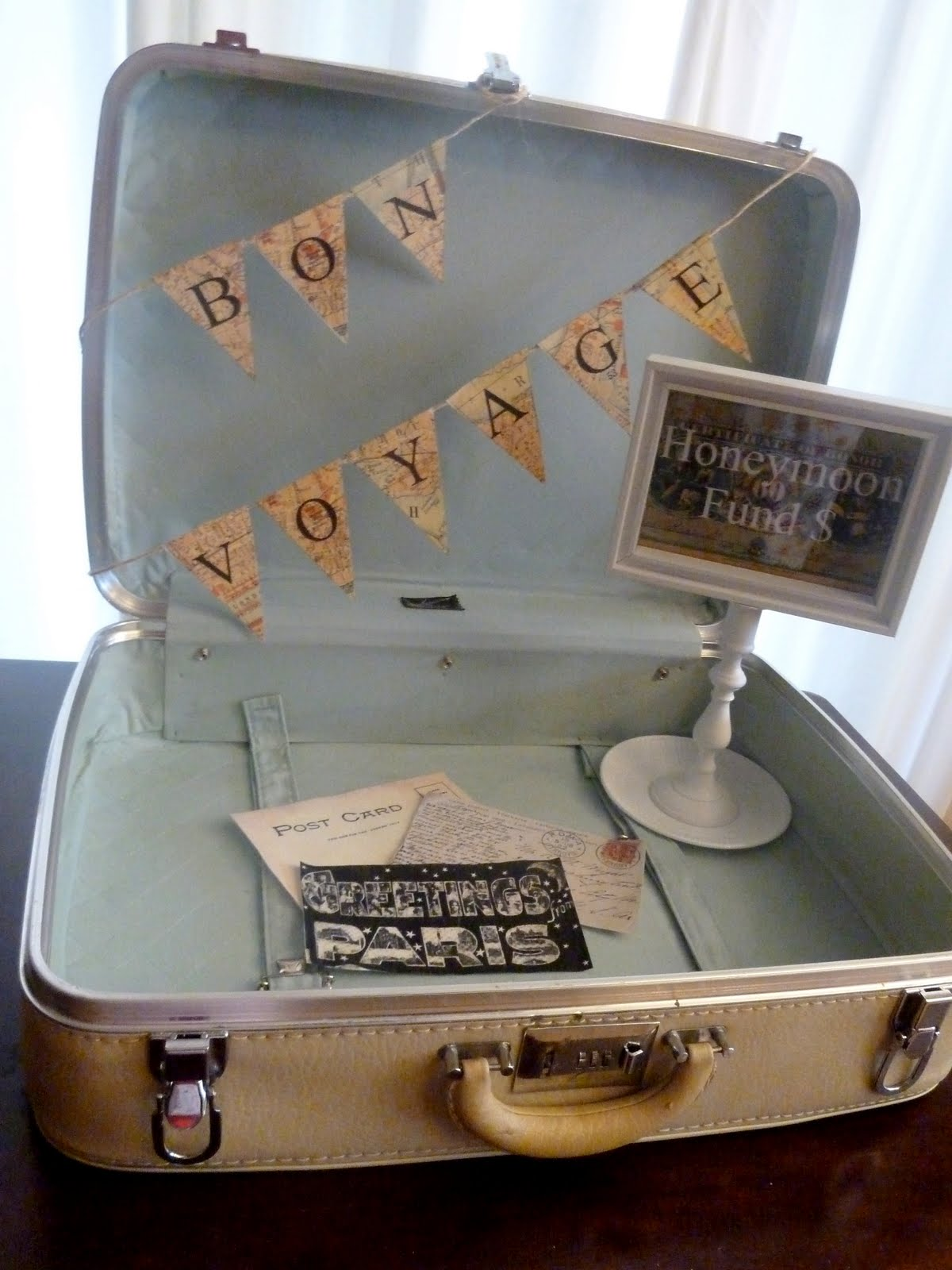 Vintage suitcase honeymoon fund wedding decor for Table valise