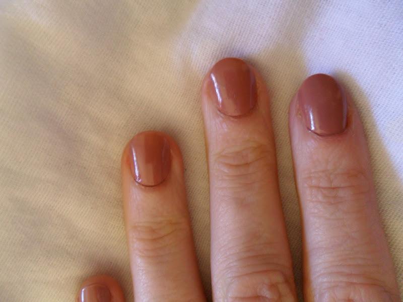 Beautifully glossy l oreal colour riche le vernis nail polish