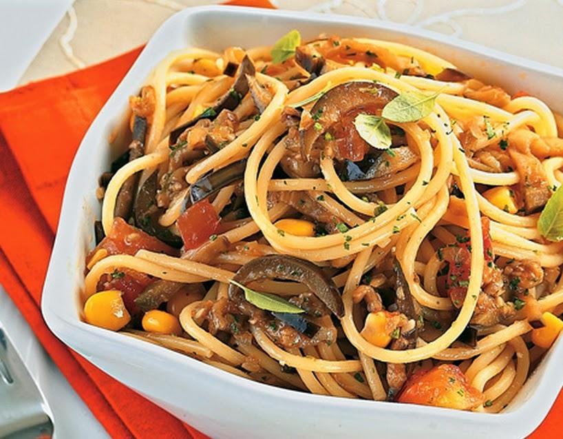 Espaguete ao Molho de Berinjela (vegana)
