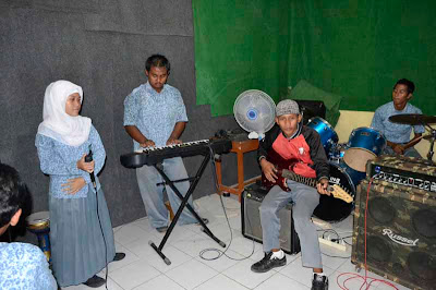 Foto Ekstrakurikuler Band MAN Cilamaya