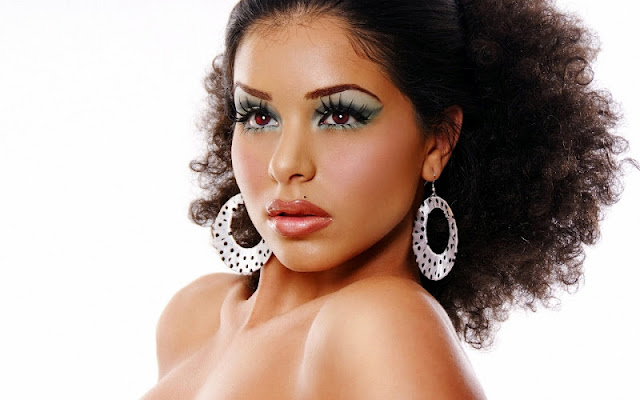 Model Rima Fakih face