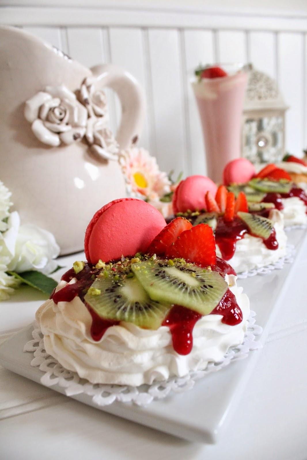 pavlovas-con-coulis-y-frutas