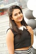 Neha Deshpande Glamorous look-thumbnail-6