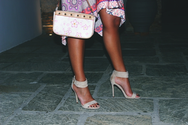 Outfit: Island Chic.Summer holiday looks.Le Vertige Φορέμα.Asymmetric hem dress.Suede sandals.Louis Vuitton floral print purse.Outfit za letnji odmor.