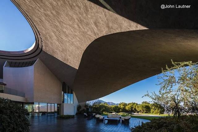 Detalle arquitectónico de la residencia diseñada por Lautner