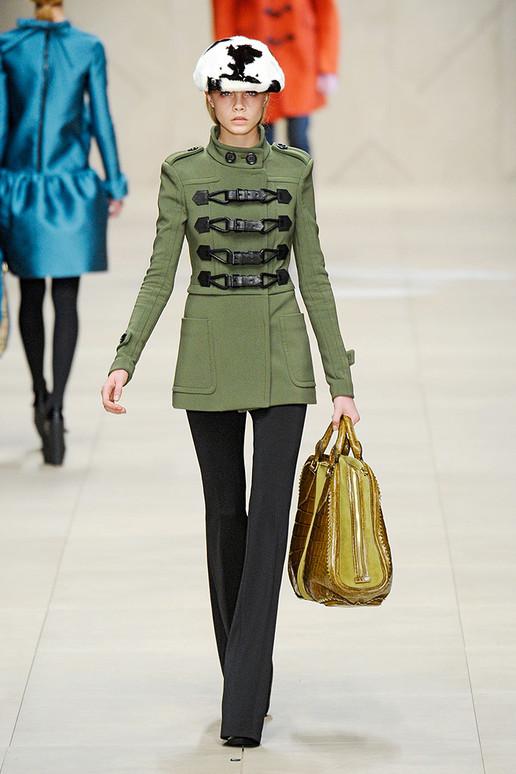 Assistant fashion designer jobs london 76