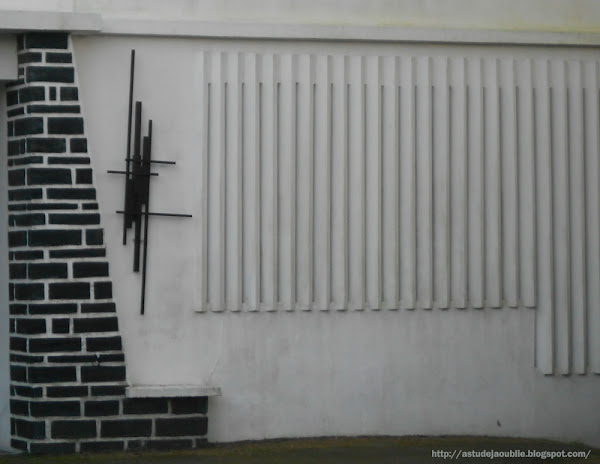 St Nazaire - private house - wall sculpture