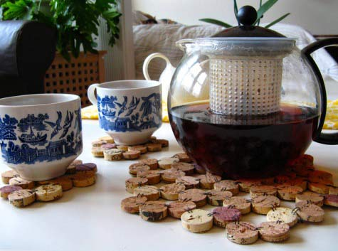Healthy wealthy moms cork craft projects for Craft projects with corks