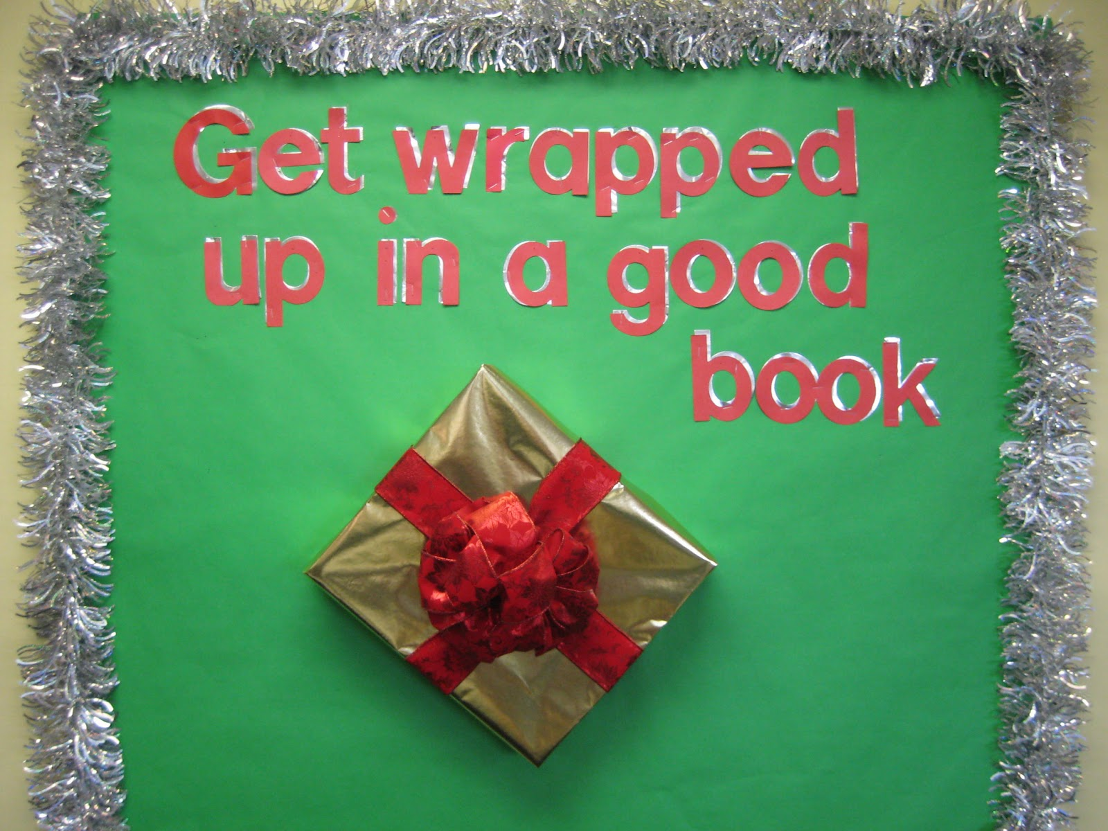 Lorris School Library Blog: Christmas School Library Bulletin Boards (ch.