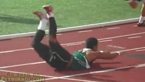 jatuh masa tengah lari dalam lumba lari 100 meter