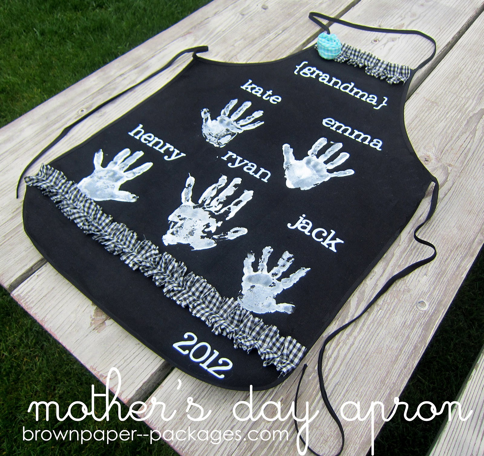Mother 39 s day handprint aprons for Diy gifts for grandma on mother s day