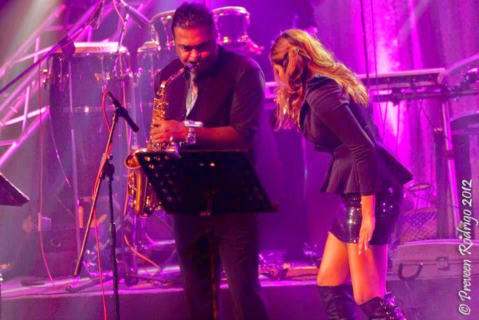 sl singer performance