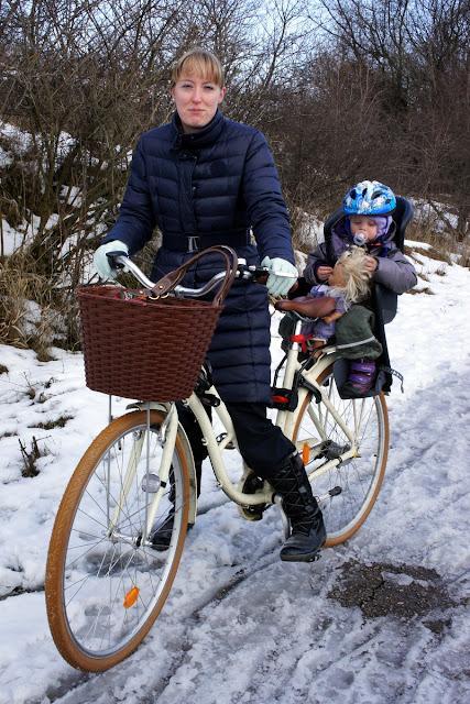 przewóz dziecka w foteliku na rowerze zimą