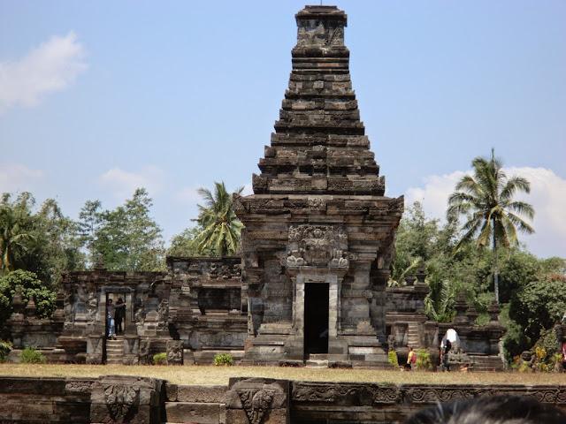 Wisata Sejarah Candi Panataran Blitar